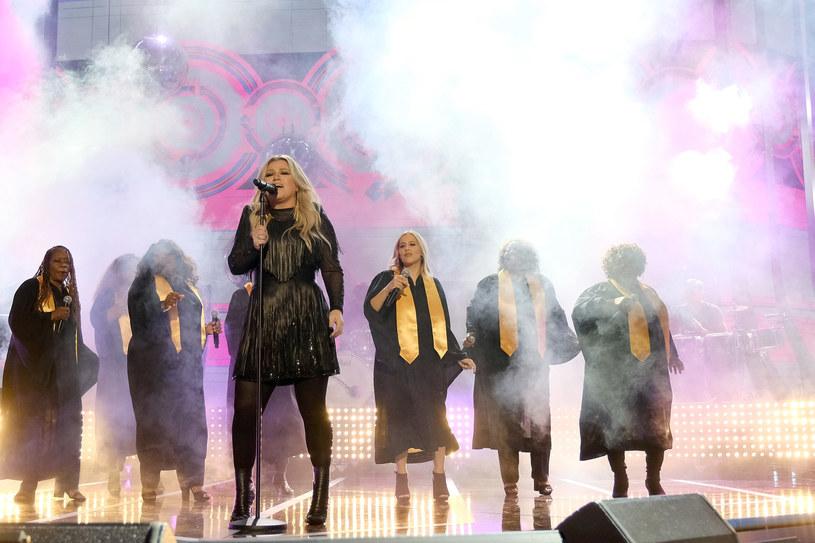 Kelly Clarkson schudła około 20 kilogramów! /Jason Kempin /Getty Images