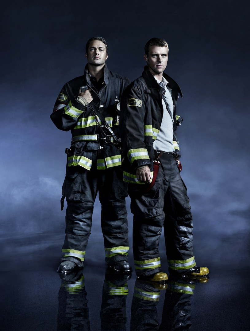 Kelly Severide (Taylor Kinney) i Matthew Casey (Jesse Spencer) /Nino Munoz/ NBC /materiały prasowe