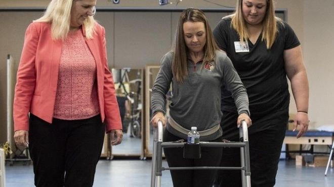 Kelly Thomas może chodzić, mimo że jej kręgosłup nie został wyleczony /Fot. Uniwersytet w Louisville /materiały prasowe