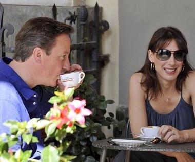 Kelnerka do Camerona: Niech pan obsłuży się sam
