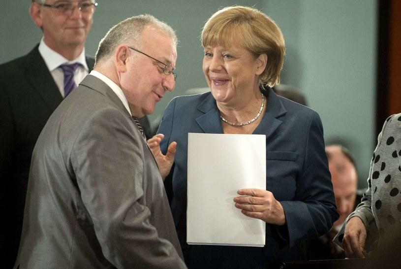 Kenan Kolat (L) i Angela Merkel /AFP