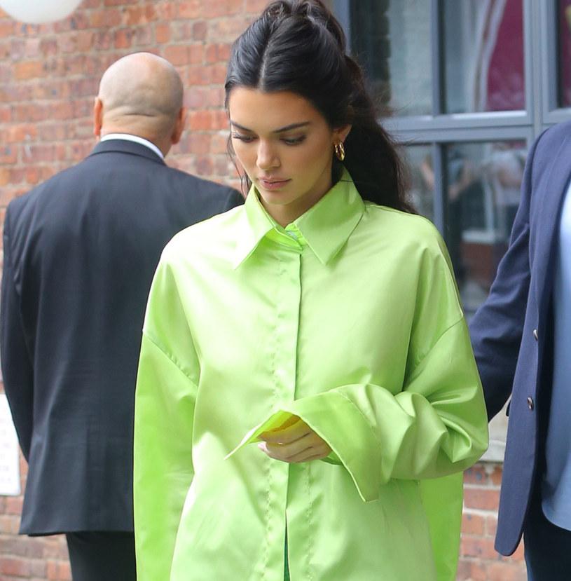 Kendall Jenner w najmodniejszym kolorze jesieni /East News