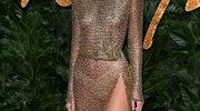 Kendall Jenner w prześwitującej kreacji na gali. Odsłoniła naprawdę sporo!