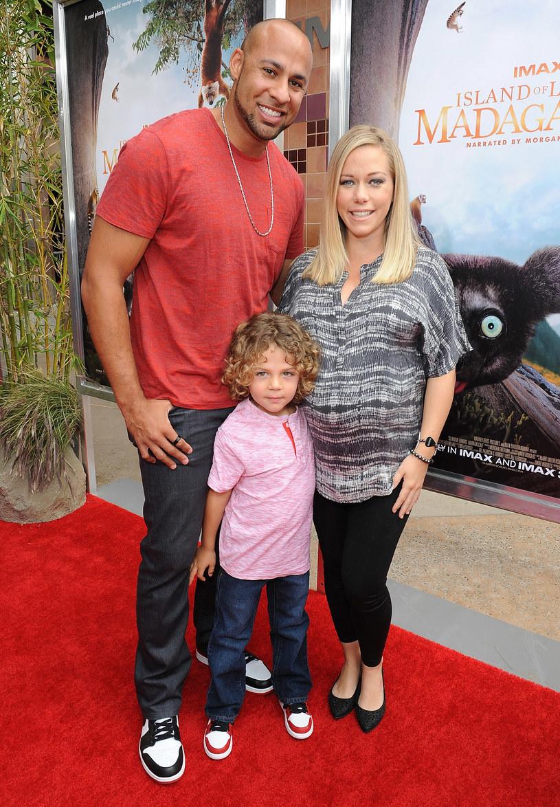 Kendra Wilkinson z mężem i synkiem /Angela Weiss /Getty Images