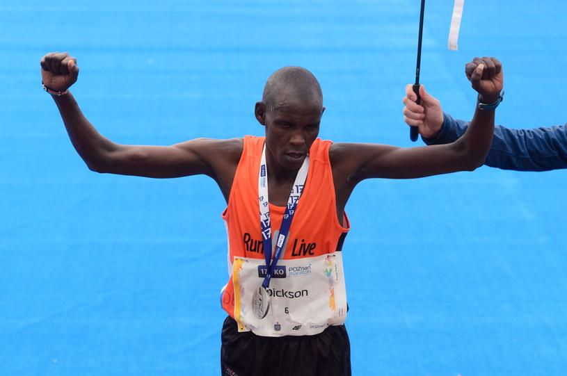 Kenijczyk Terer Dickson zwyciężył w 17. PKO Poznań Maratonie /Jakub Kaczmarczyk /PAP