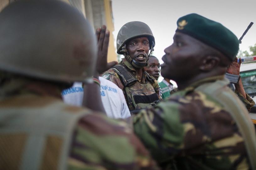 Kenijscy żołnierze w Uniwersytecie Garissa po ataku islamistów /DAI KUROKAWA /PAP/EPA