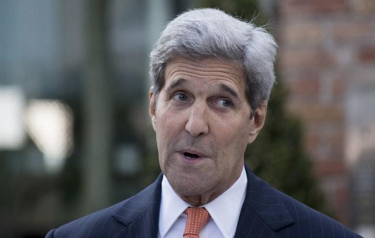 Kerry nie zgadza się z tą opinią /AFP