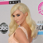 Kesha nosi stanik zrobiony z... zębów fanów!