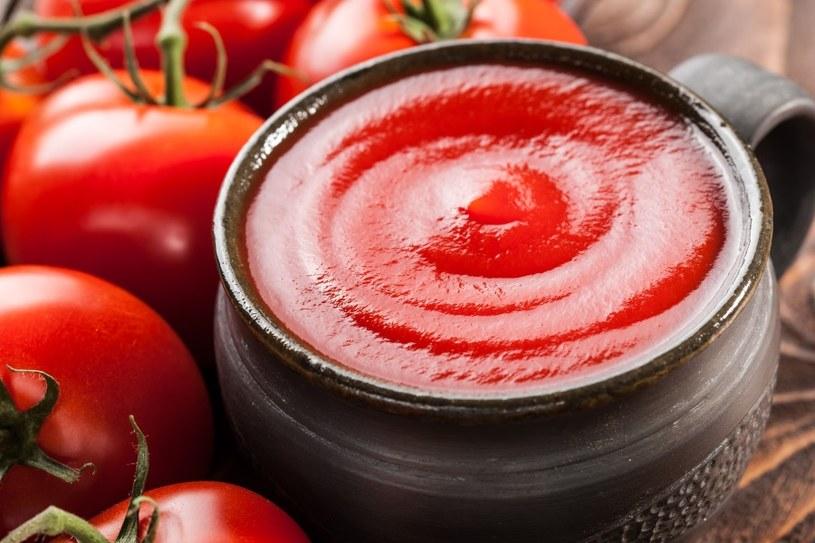 Ketchup trudno usunąć /©123RF/PICSEL