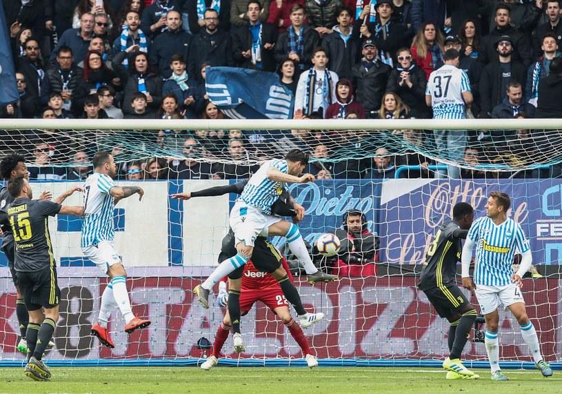Kevin Bonifazi strzela gola dla SPAL /AFP