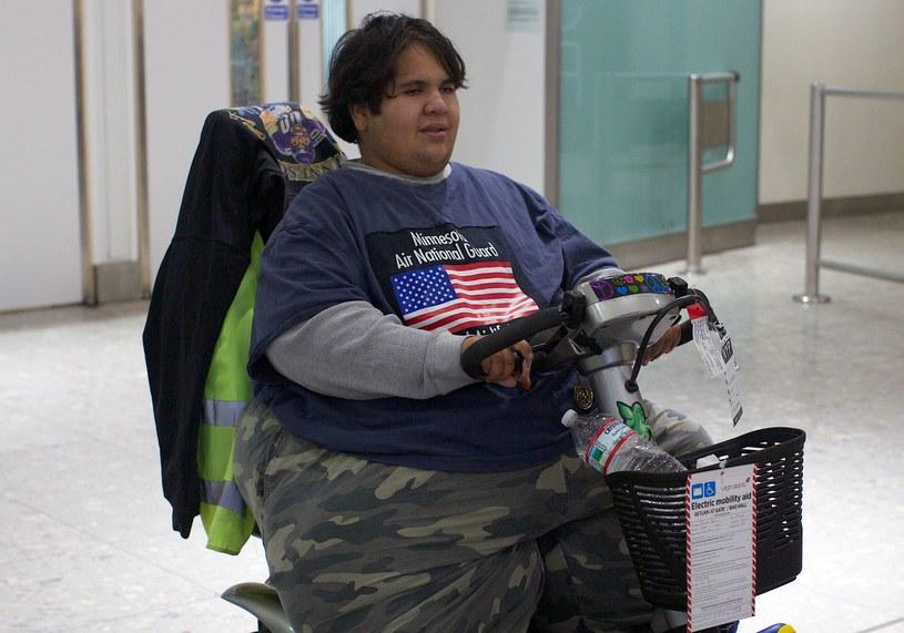 Kevin Chenais cierpi na zaburzenia hormonalne i teraz waży 230 kilogramów. /AFP