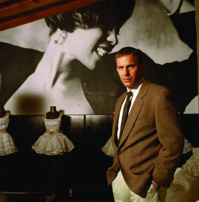 """Kevin Costner w filmie """"Bodyguard"""" (1992) /materiały prasowe"""
