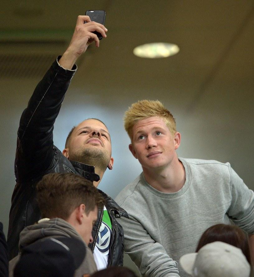Kevin De Bruyne oglądał spotkanie z trybun. Wkrótce odejdzie do Man City /AFP