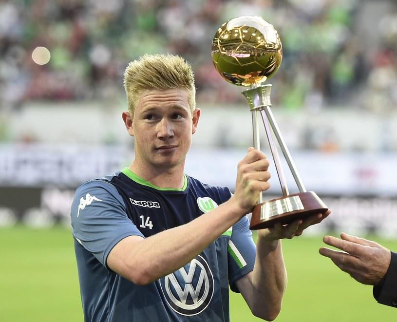 Kevin De Bruyne z nagrodą dla najlepszego zawodnika sezonu 2014/15 Bundesligi /AFP