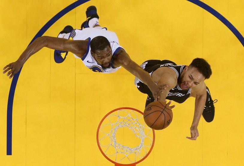Kevin Durant (z lewej) /AFP