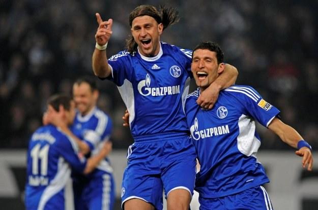 Kevin Kuranyi (z prawej) cieszy się z gola wbitego Stuttgartowi /AFP