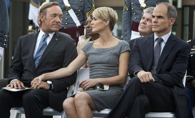 "Kevin Spacey, Robin Wright i Michael Kelly w serialu ""House of Cards"" /materiały prasowe"