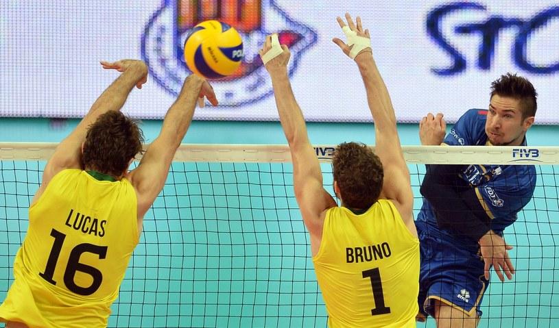 Kevin Tillie w meczu z Brazylią podczas mistrzostw świata w Polsce /AFP