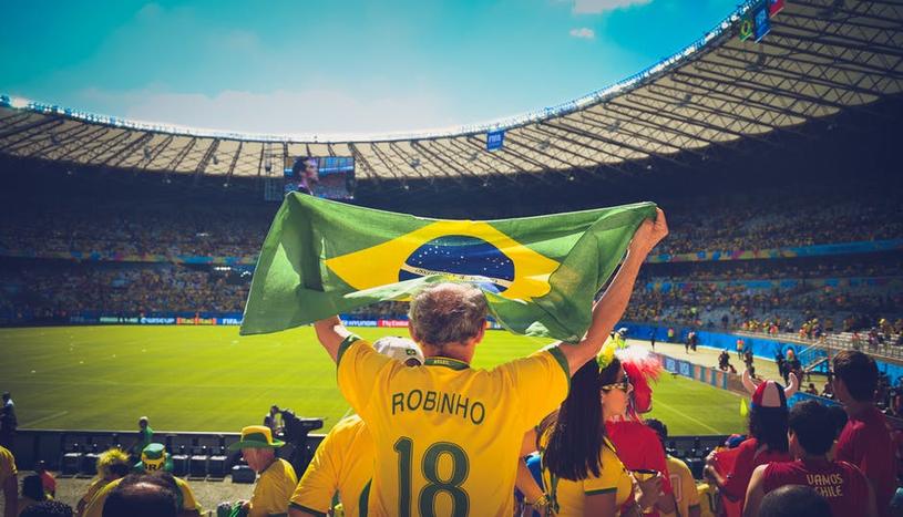 Kibic reprezentacji Brazylii na stadionie /materiały prasowe /materiały prasowe