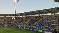 Kibice Arki Gdynia przed barażowym meczem o awans do Ekstraklasy z ŁKS. Wideo