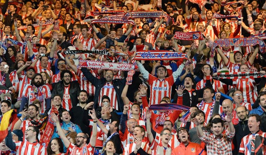 Kibice  Atletico Madryt świętują wygraną swojej drużyny /ANDY RAIN /PAP/EPA