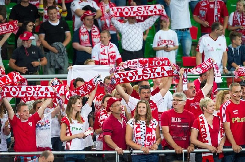 Kibice Biało-Czerwonych podczas meczu Ligi Światowej siatkarzy (zdjęcie archiwalne) /Tytus Żmijewski /PAP