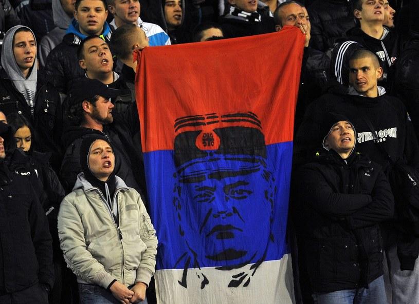 Kibice Crvenej Zvezdy Belgrad skandowali na cześć Ratko Mladicia /AFP