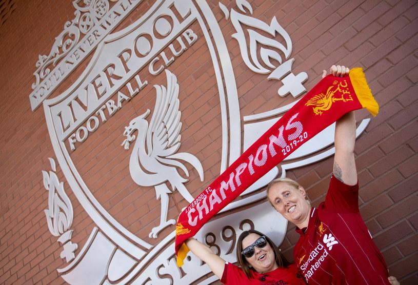 Kibice Liverpoolu są szczęśliwi - na tytuł mistrza Anglii czekali 30 lat. /PAP