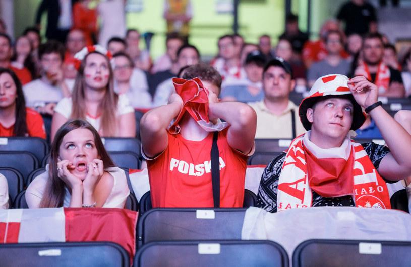 KIbice mocno związani ze swoją drużyną podczas meczów są narażeni na wysoki poziom stresu /Jakub Kamiński   /East News