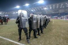 Kibice Piasta Gliwice wywołali burdy na własnym stadionie