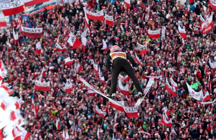 Kibice podczas wczorajszego konkursu PŚ w skokach narciarskich w Zakopanem / Grzegorz Momot    /PAP