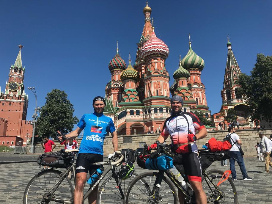 Kibice pokonali ponad 2 tys. kilometrów na rowerach! /Patryk Serwanski /RMF FM