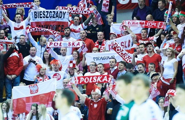 Kibice reprezentacji Polski podczas meczu z Rosją /Adam Warżawa /PAP