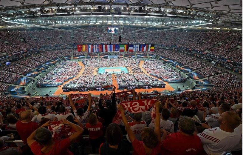 Kibice siatkarskiej reprezentacji Polski na PGE Narodowym /AFP
