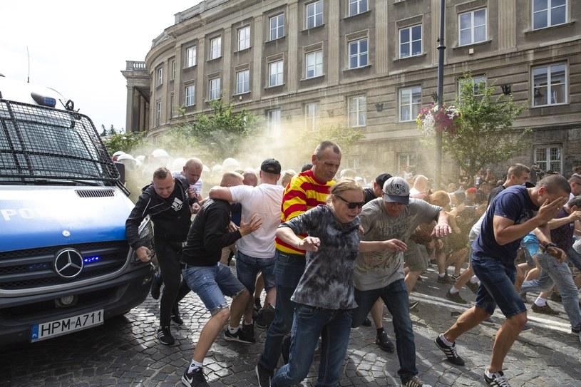 Kibice starli się z maszerującymi i z policją /Marek Maliszewski  /Reporter