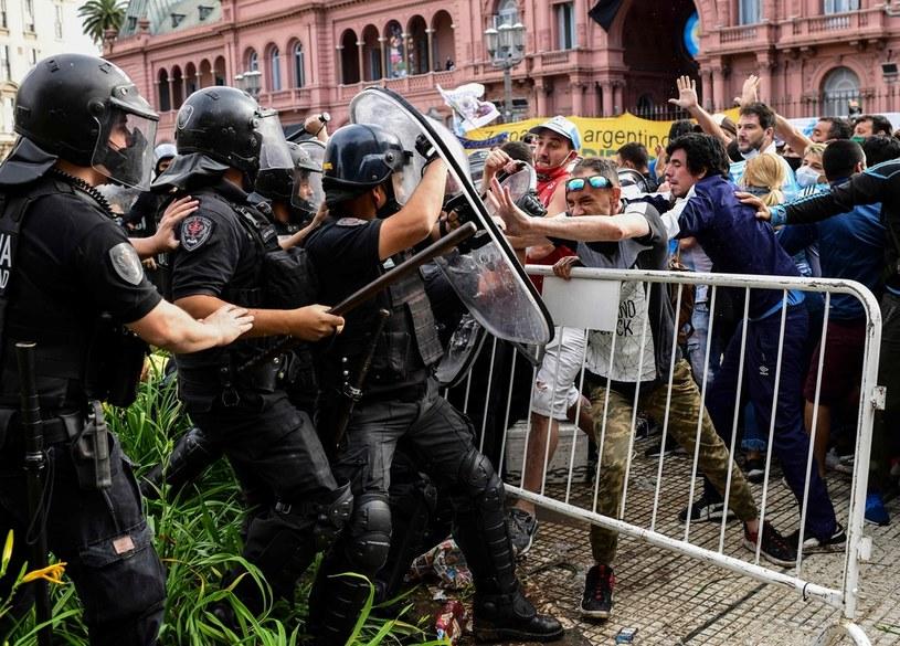 Kibice starli się z policją w Buenos Aires /AFP