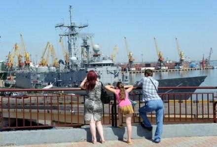 Kibice w Odessie będą mogli przenocować na statkach /AFP