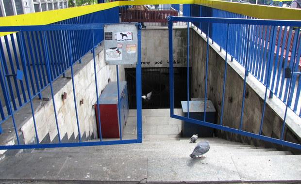Kibice wyjechali, obskurny Dworzec Zachodni pozostał