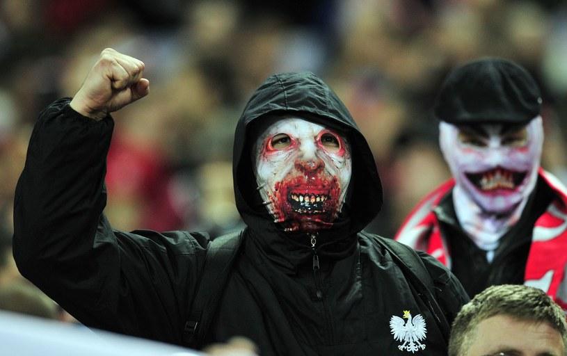 Kibice z Polski, którzy na Wembley odpalili race zostali pouczeni i wypuszczeni przez angielską policję. /AFP
