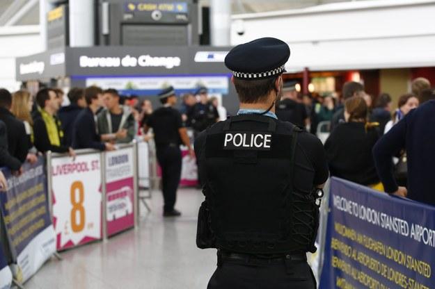 Kibiców zatrzymano na lotnisku Stansted /TAL COHEN /PAP/EPA