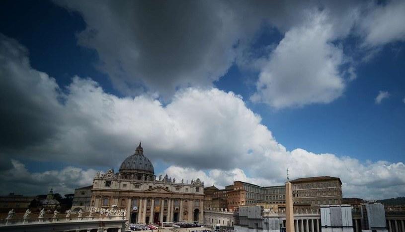 """Kiedy agencja Associated Press poinformowała o blisko 400 księżach usuniętych ze stanu kapłańskiego, w pierwszym komentarzu """"na gorąco"""" rzecznik Watykanu ksiądz Federico Lombardi je zdementował /AFP"""