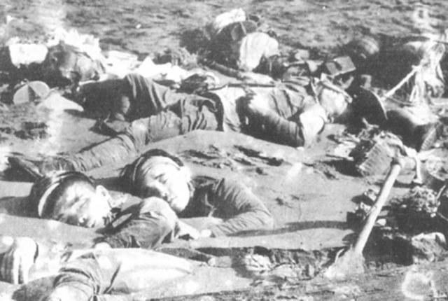 Kiedy Brytyjczycy dostali się na bagna zastali setki ciał martwych Japończyków /Getty Images/Flash Press Media
