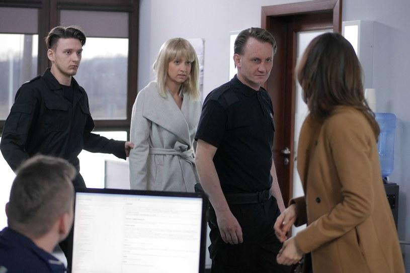 Kiedy do Żukowskiej dotrze, że Tola przyznała sie do morderstwa, rzuci się na nią z pięściami. /B. Bogielczyk /ATM