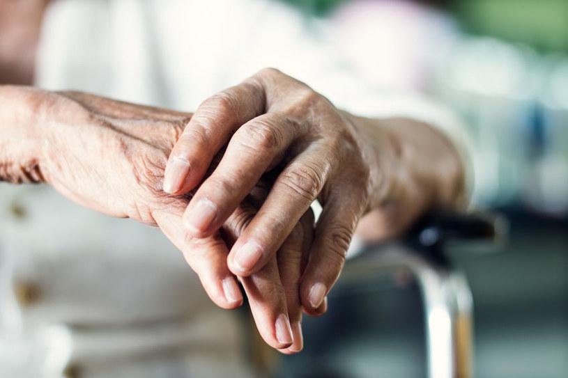 Kiedy drżenie rąk może być niebezpieczne? /©123RF/PICSEL