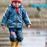 Kiedy dziecko może samo przejść przez ulicę?