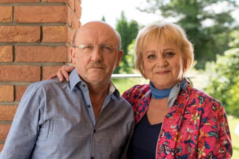Kiedy Jerzy ulegnie wypadkowi, Kisielowa zajmie się nim jak kochająca żona. – Nie odstąpię cię ani na krok – zapewni go /Agencja W. Impact