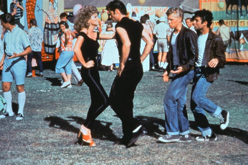 """Kiedy Kleiser wybrał parę swoich bohaterów, John Travolta miał już w dorobku """"Gorączkę sobotniej nocy"""" /East News"""