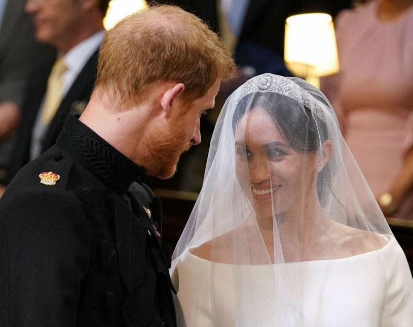 Kiedy Meghan Markle i książę Harry brali ślub, nic jeszcze nie wskazywało na to, że ta para tak bardzo namiesza w życiu brytyjskiej rodziny królewskiej /REX/Shutterstock;  /East News