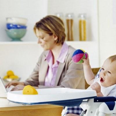 Kiedy można zrezygnować z części urlopu macierzyńskiego? /© Bauer
