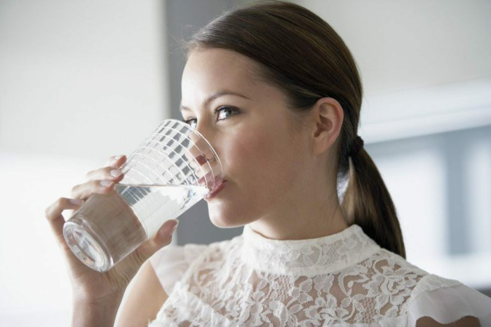 kiedy pić wodę /© Photogenica